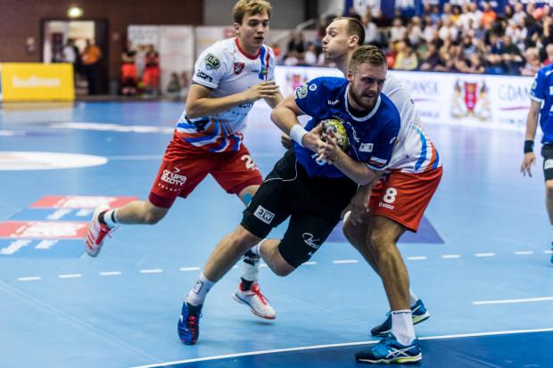 Trzy bramki Łukasza Rogulskiego w ostatnich minutach meczu z Zagłębiem pozwoliły zapewnić Wybrzeżu 3 punkty.