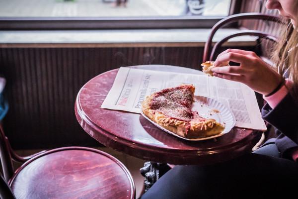 Na pizzę w Gdyniance wpadają całe pokolenia gdynian. Często trzeba chwilę postać w kolejce.