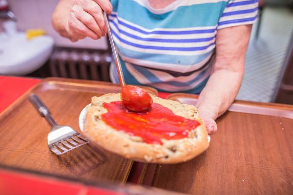 Chochla domowego sosu pomidorowego to obowiązkowy dodatek do pizzy w Gdyniance.