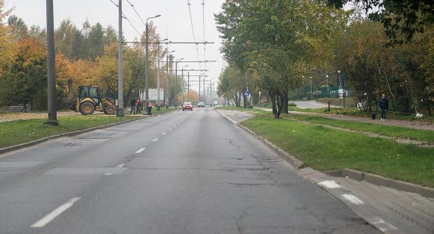 Na remont ul. Rdestowej kierowcy i mieszkańcy czekali od lat. Na razie uda się zmodernizować 700-metrowy fragment.