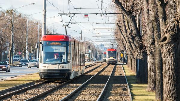 Radni dzielnicowy w swojej inicjatywie nie wskazują konkretnego tramwaju. Może to być jeden z kursujących już po Gdańsku pojazdów lub pochodzący z nowego zamówienia.