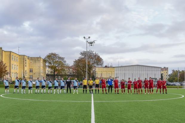 Wynajem boiska na mecz piłkarski w Trójmieście to wydatek rzędu kilkuset złotych. Na zdjęciu obiekt przy ul. Wyzwolenia w Nowym Porcie, na którym po niższych kosztach występuje dzielnicowy Portowiec Gdańsk.