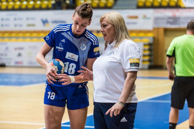 Trenerka Agnieszka Truszyńska (z prawej na zdjęciu z Aleksandrą Zych) liczy na to, że jej podopieczne w środę odniosą pierwsze zwycięstwo w Lidze Mistrzyń.