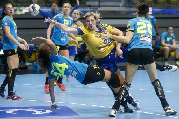 Tylko momentami Vistal rozbijał defensywę Krimu. Na zdjęciu w ataku Joanna Szarawaga, która zdobyła 5 bramek.