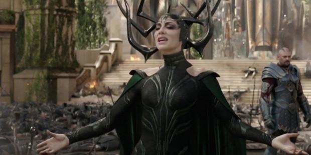 Trzecia część przygód Thora obfituje w wiele świetnych ról. Doskonale w roli czarnego charakteru, mimo scenariuszowej oszczędności, radzi sobie Cate Blanchett. Bryluje niezwykle wyluzowany Chris Hemsworth. A i Mark Ruffalo ma zdecydowanie więcej przestrzeni niż w filmach o Avengersach. Doskonały kwartet dopełnia jeszcze niezwykle wyrazisty Jeff Goldblum.