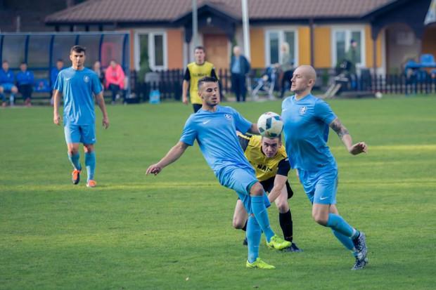 Piłkarze Sopockiej Akademii Piłkarskiej w debiutanckim sezonie nie stracili jeszcze punktów i pewnie przewodzą rozgrywkom B klasy. Czy to początek historii pełnej przyszłych sukcesów w poważnej piłce?