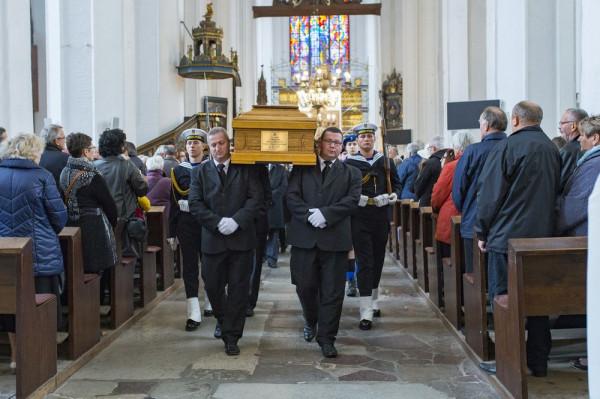 Po dwudniowych ceremoniach żałobnych, zakończonych uroczystą mszą święto odprawioną przez abp. Sławoja Leszka Głodzia, ciało ks. Stanisława Bogdanowicza złożono w krypcie kapłanów w Bazylice Mariackiej.