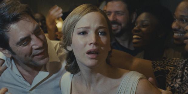 """""""mother!"""" to aktorski popis Jennifer Lawrence,która musiała uporać się z najtrudniejszą i najbardziej wymagającą kreacją w swojej karierze. Znakomicie wypadła też Michele Pfeiffer. Zdecydowanie natomiast w blasku pań pozostali panowie: Ed Harris i Javier Bardem (na zdj.)."""