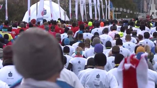 Na starcie Biegu Niepodległości uczestnicy ubiorą białe i czerwone koszulki, aby stworzyć flagę Polski.