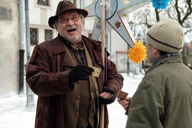"""Motorem napędowym filmu znów są doskonale już znane postaci. Z grona """"debiutantów"""" najlepiej radzi sobie Andrzej Grabowski w roli cwaniakowatego ojca Mela."""