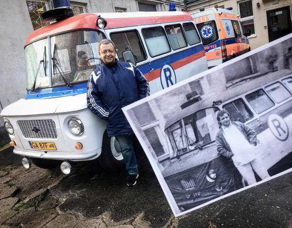 Zdjęcie porównawcze wykonane po 34 latach: Mariusz Tyszko na tle sanitarnej Nysy 522 S (rok 1983 i 2017).