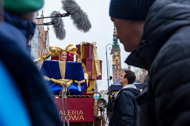 Pierwszego dnia zdjęciowego ekipa filmowa spędziła kilkanaście godzin na Długim Targu. Aktywnie w realizację filmu oprócz aktorów, Mateusza Damięckiego i Aleksandry Adamskiej, włączyli się też w roli statystów mieszkańcy Gdańska.