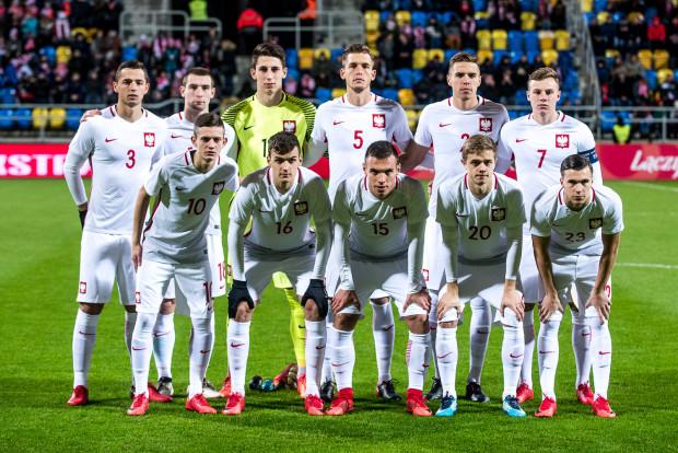 Wyjściowy skład młodzieżowej reprezentacji Polski na mecz w Gdyni. Gole zdobywali: Konrad Michalak (nr 23), Paweł Tomczyk (18) i Szymon Żurkowski (7).