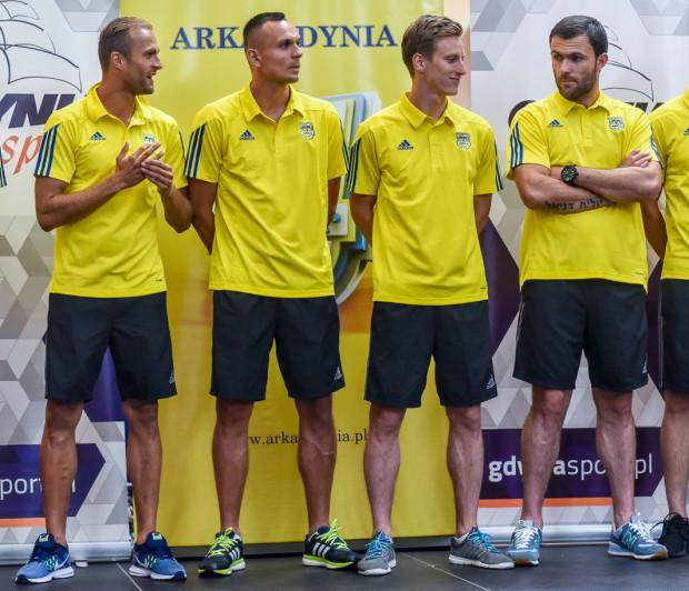 Czterej z aż siedmiu piłkarzy, którzy w tym sezonie nosili kapitańską opaskę w Arce Gdynia (od prawej): Krzysztof Sobieraj, Tadeusz Socha, Dawid Sołdecki i Antoni Łukasiewicz.