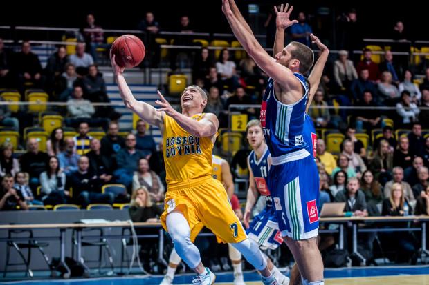 Pomimo słabej skuteczności rzutów z gry (5/16), Krzysztof Szubarga i tak zdobył najwięcej punktów z koszykarzy Asseco Gdynia w Szczecinie.