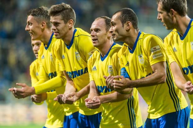 Dwa gole Michała Marcjanika oraz po jednym trafieniu Rafała Siemaszki i Marcusa sprawiły, że Arka wygrała dwa ostatnie, wyjazdowe mecze poprzedniego roku i tym samym miała spokojną zimę.
