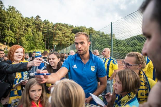 """Antoni Łukasiewicz po raz pierwszy w tym sezonie zagrał w pierwszej """"11"""" w ekstraklasie. """"Admirał"""" odzyskał kapitańską opaskę i dał prowadzenie Arce we Wrocławiu. Kolejnych chętnych na autografy na pewno nie zabraknie."""