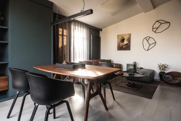 Przestrzeń dzienna łączy w sobie funkcje relaksacyjną, jadalnianą i kuchenną.