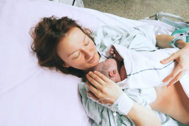 Kiedy matka i dziecko są zdrowe, ciąża jest ciążą fizjologiczną i tzw. niskiego ryzyka, a rodząca ma zapewnioną pomoc doświadczonej położnej, a w razie potrzeby zapewniony szybki transport do szpitala - wówczas nie ma przeciwwskazań do porodu w domu.