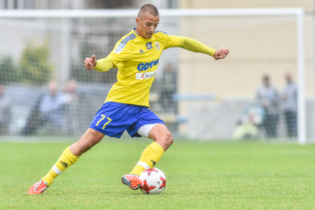 Szymon Nowicki zagrał w tym sezonie po meczu w Pucharze Polski i ekstraklasie. Dla 18-letniego piłkarza najważniejsze jest jednak to, że na treningu ma już pewne miejsce w pierwszej drużynie Arki Gdynia.