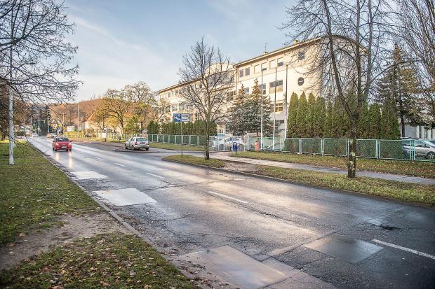 Zmiana planu, o którą wnioskuje UG, pozwoli wybudować na tyłach byłego rektoratu 40-metrowy budynek mieszkalny.