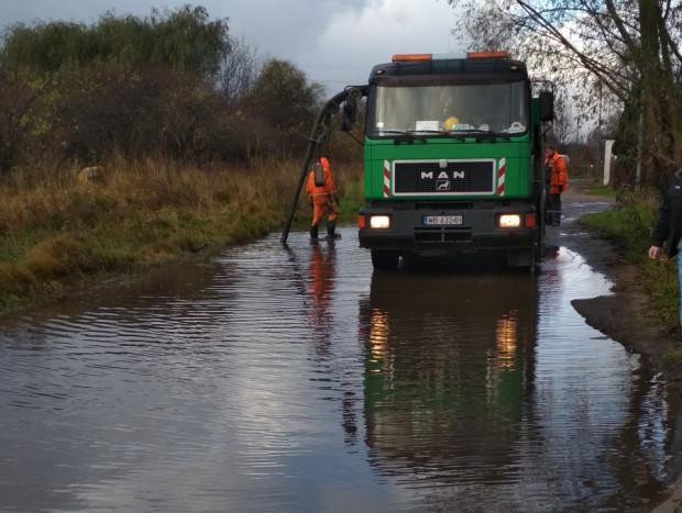 Na ul. Potasowej to norma, że po deszczu przyjeżdża wóz, który odpompowuje wodę z ulicy.