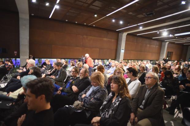 Publiczna inauguracja projektu muzeum sztuki współczesnej w Gdańsku cieszyła się bardzo dużym zainteresowaniem ludzi ze środowisk kultury i sztuki.