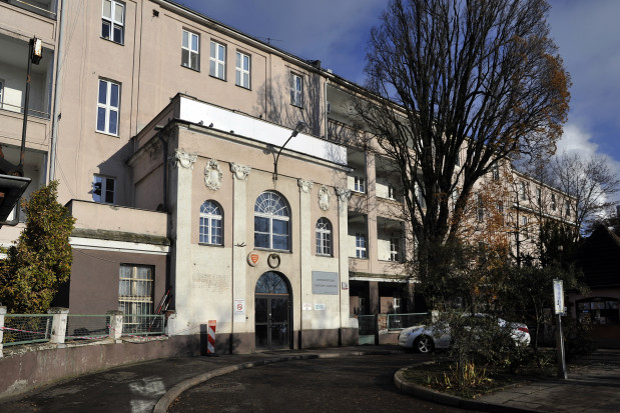 Nieruchomość wyceniono na 34 mln zł - na sprzedaż wystawiono dwa budynki, które są w bardzo dobrym stanie technicznym, ale przede wszystkim liczącą blisko dwa hektary działkę.