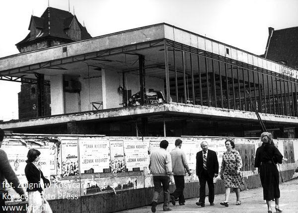 Przebudowa domu meblowego na pawilon LOT. Zdjęcie wykonane w czerwcu 1979 r.