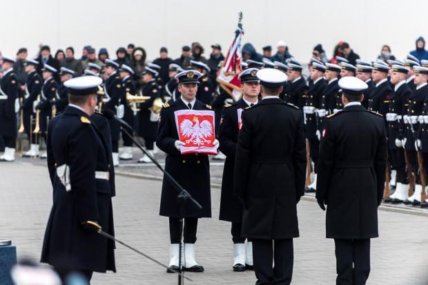 Uroczystość podniesienie bandery i przyjęcia do służby najnowszego polskiego niszczyciela min ORP Kormoran.