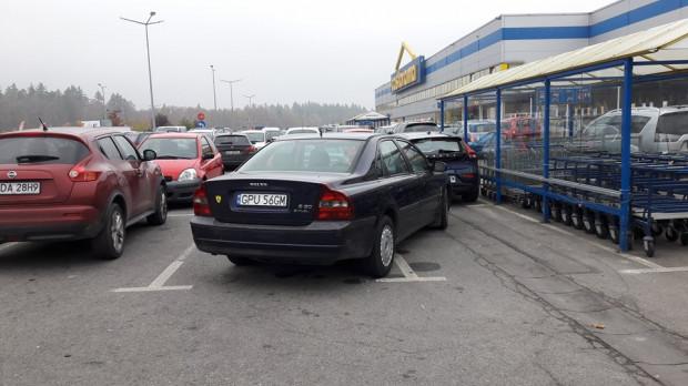 Niektórzy kierowcy nie zauważą, że miejsca parkingowe będą szersze o 20 cm.