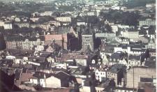 Na fotografii z ok. 1940 widać ingerencję w budynek bankowy przy ul. Bogusławskiego.
