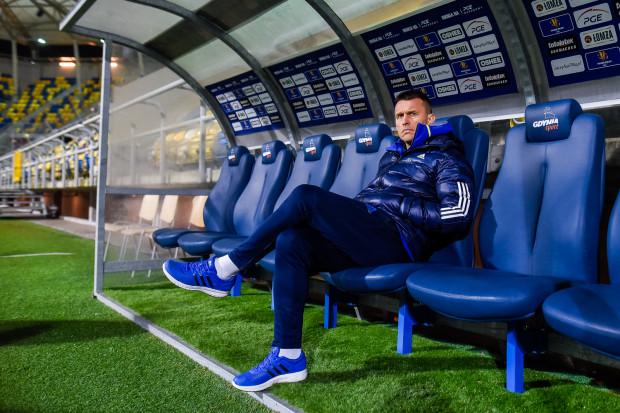 Leszek Ojrzyński, mimo awansu Arki Gdynia do półfinału Polski, miał sporo uwagę do gry piłkarzy. Dlatego niektórzy będą musieli zwolnić zimą miejsca w kadrze pierwszej drużyny.