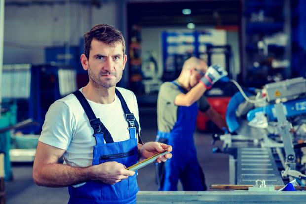 Urlopu udziela się pracownikowi w dni, które są dla niego dniami pracy, zgodnie z obowiązującym go rozkładem czasu pracy, w wymiarze godzinowym, odpowiadającym dobowemu wymiarowi czasu pracy pracownika w danym dniu.