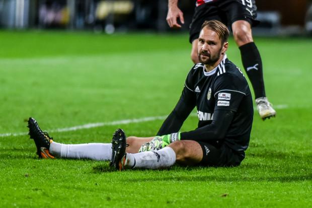 Pavels Steinbors popełnił błąd przy stracie pierwszego gola, ale potem wieloma interwencjami, w tym obroną karnego solidnie pracował by się zrehabilitować. Gdyby nie on, Arka przegrałaby w Płocku jeszcze wyżej.