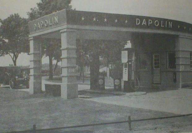 Stacja benzynowa Dapolin na terenach wiejskich Wolnego Miasta.