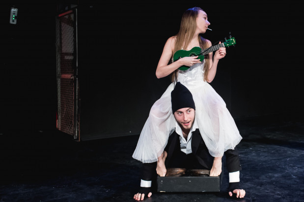 Interesującą, balansującą na granicy wątku fabularnego postać La Muerte stworzyła Katarzyna Domalewska (w towarzystwie Kacpra Kubryńskiego), do której należy bardzo dobry finał spektaklu.