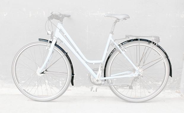 Długie, przykręcane błotniki, które zapewnią najlepszą ochronę roweru i stóp kolarza.