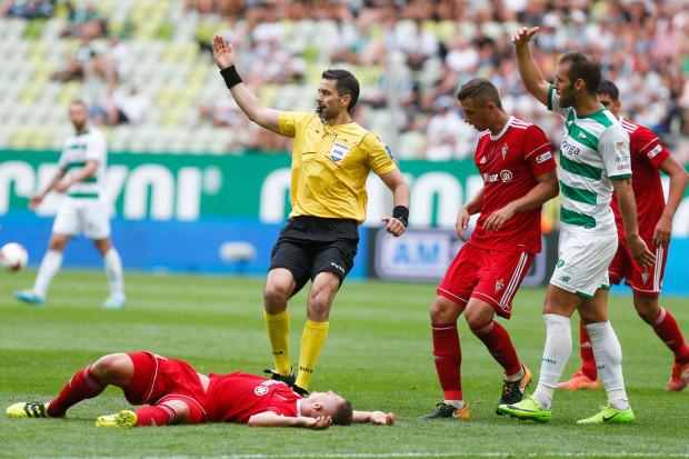 Czy Marco Paixao (z prawej) będzie tym piłkarzem, który poskromi lidera w Zabrzu, czy mecz rozstrzygną inne atuty?