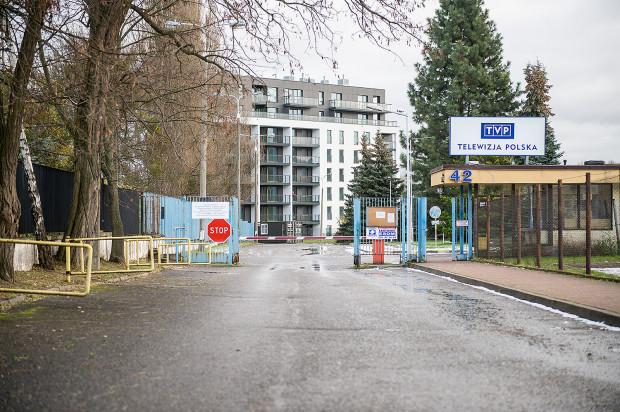 Dojazdu do osiedla Harmonia Oliwska strzeże szlaban znajdujący się na terenach TVP Gdańsk. Przez to mieszkańcy nie mogą dojechać do swoich mieszkań.