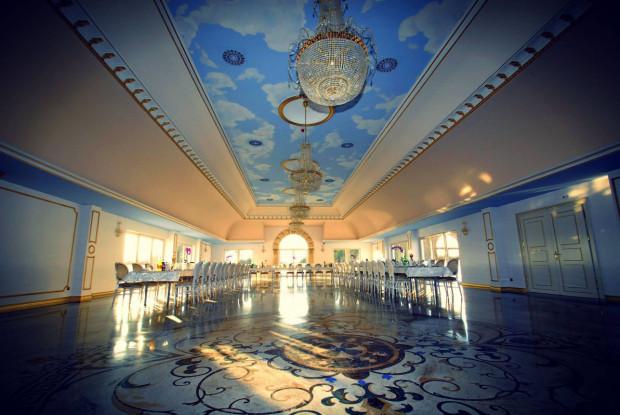 Eleganckie wnętrze Pałacu Kiston.