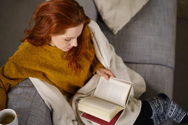 Czasem do szczęścia nie potrzeba wiele: książka (bez względu jaka, ważne, by nam się podobała), kubek dobrej herbaty, koc i wygodna kanapa. Przepis na idealny wieczór?