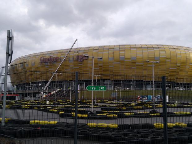 Na początku przyszłego roku na stadionie pojawi się logo z mocniejszym oświetleniem.