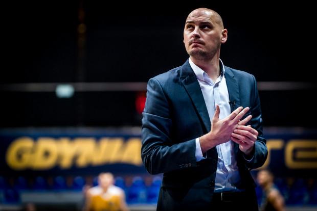 Przemysław Frasunkiewicz nie widzi na boisku diabła, ani potworów, dlatego nie rozumie, czego boją się jego koszykarze w końcówkach meczów.