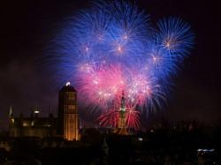 O godz. 20 w Gdańsku i Gdyni zabłysły tradycyjne światełka do nieba, kończące każdy finał WOŚP.