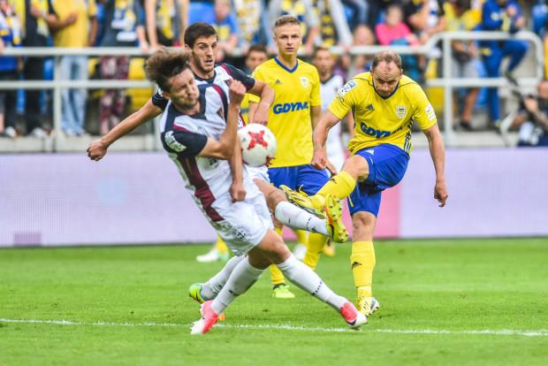Arka Gdynia w tym roku ma do przełamania ostatnią barierę. Trzeba skruszyć opór Pogoni Szczecin, która pięć ostatnich meczów z żółto-niebieskimi wygrała. Zdjęcie z 19 sierpnia tego roku, gdy przy ul. Olimpijskiej było 0:3.