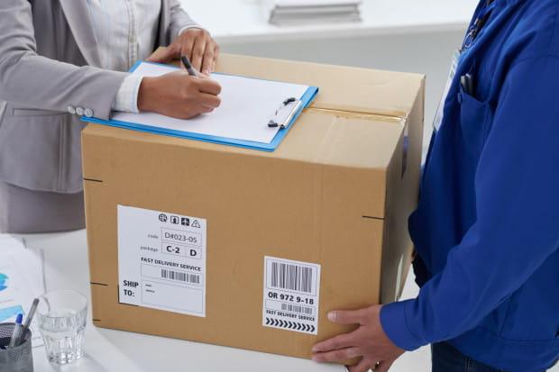 Czy firmy powinny pozwalać pracownikom na korzystanie z firmowego adresu, czy przeciwnie, bo mogłoby to zakłócić pracę sekretariatów?