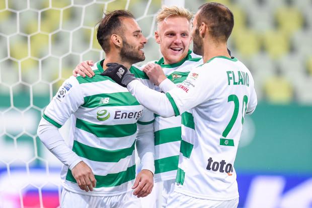 Marco i Flavio Paixao oraz Daniel Łukasik mają powody do zadowolenia. Z 10 piłkarzy, którym kończą się kontrakty na koniec sezonu, Lechia Gdańsk już rozmawia o przedłużeniu umów tylko z nimi.