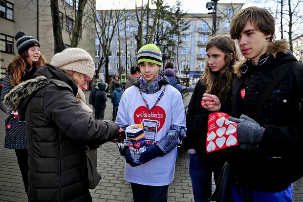 Najbardziej zauważalnym przejawem polskiej dobroczynności jest masowy udział niemal całego społeczeństwa w Wielkiej Orkiestrze Świątecznej Pomocy, zbiórce, w której doroczną organizację angażują się bardzo często młodzi ludzie.