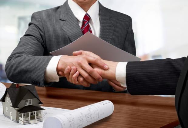 Podpisanie umowy kredytowej to chwila, która kończy trudny czas wybierania najkorzystniejszej oferty. Warto się w to odrobinę zaangażować, by przez kolejne lata widzieć, za co się płaci.
